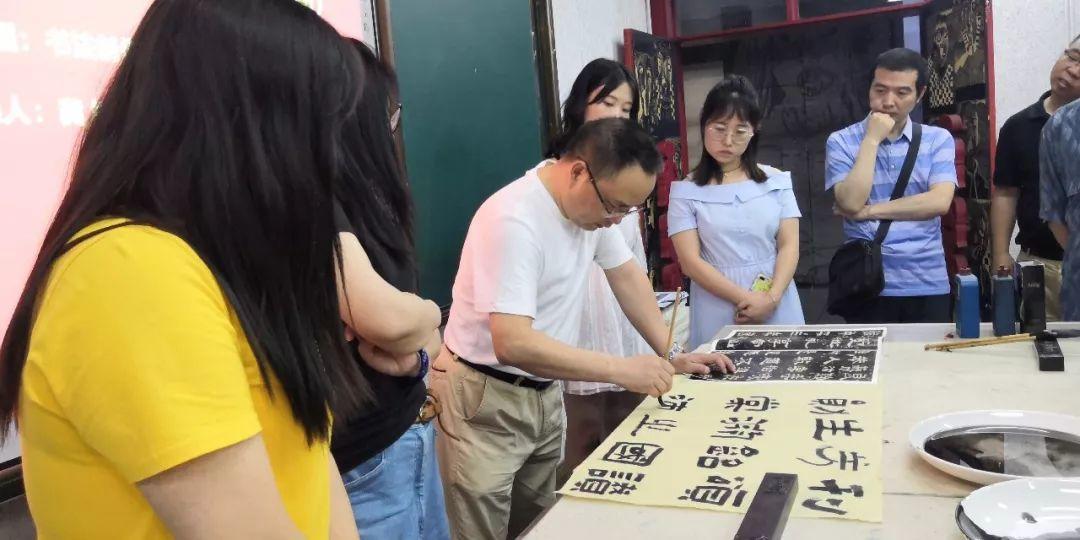 成华区文联2019年第一期文化惠民活动暨《书画沙龙》大讲堂今日开讲