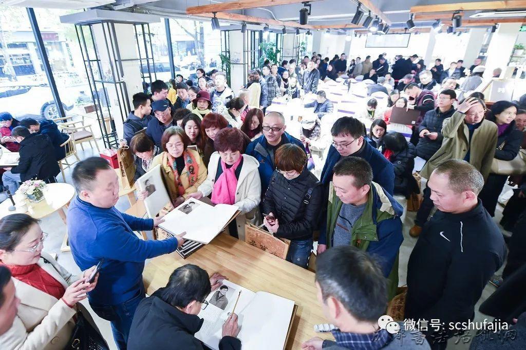《溯源问道·何应辉书法课徒集》读者见面会暨签售活动在荣宝斋(成都)咖啡书屋火爆进行 –