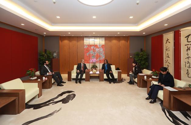 约旦驻华大使一行访问中国美术馆