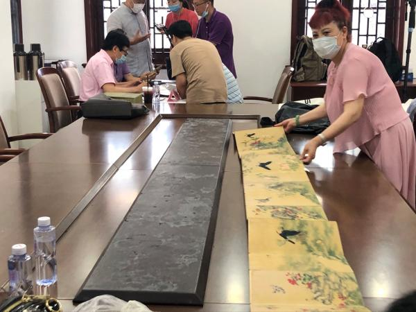 """现场如何断真赝,""""遗产日""""探访上海民间收藏文物鉴定"""