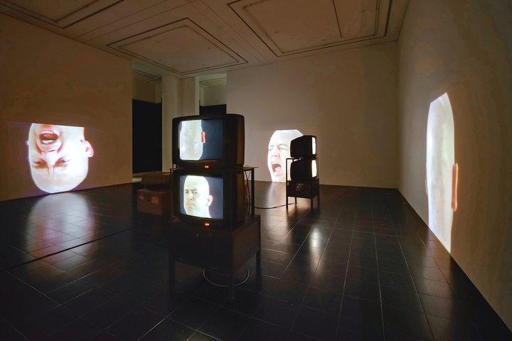 """""""布鲁斯·瑙曼的50年"""",泰特现代美术馆疫后呈现新展"""