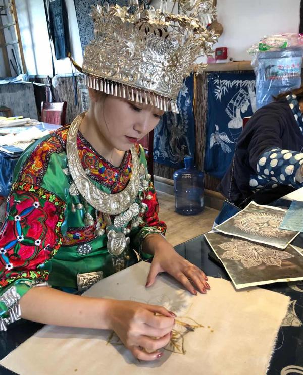 """""""中国丹寨非遗周"""":从苗族蜡染、古法造纸到非遗旅游与论坛"""