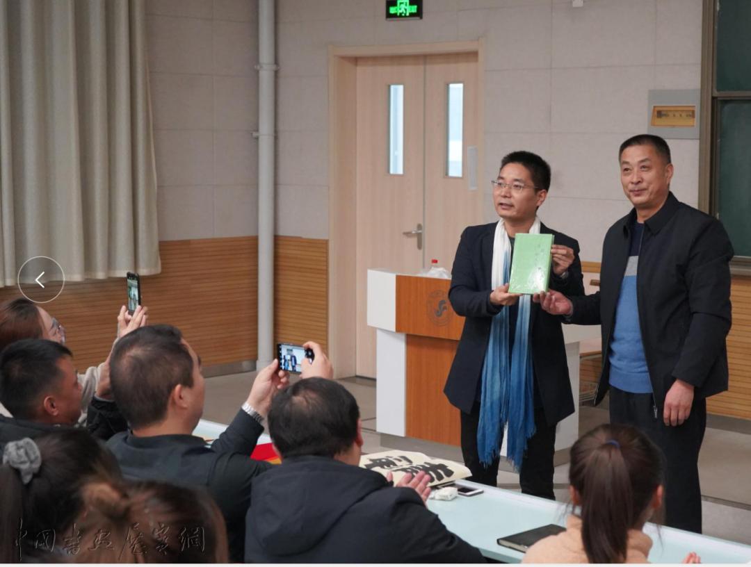 亓宏刚受邀回母校青海师范大学讲授书法,并被聘为客座教授