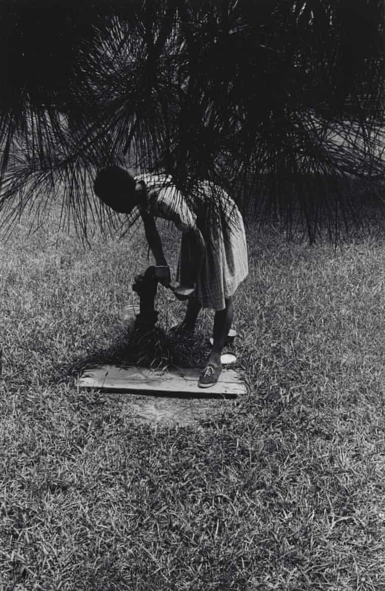 70年代的美国黑人摄影师,用相机发起艺术与社会的运动