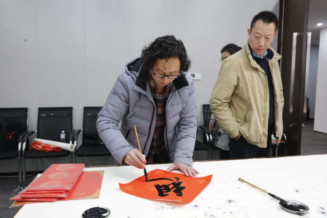 爱成都 · 迎大运——成都书法名家送春联慰问大运会一线筹备人员