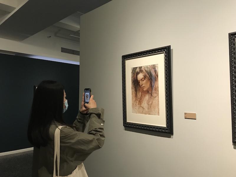 """曾为英国女王画像,《时代周刊》""""御用""""肖像画家在沪展出"""